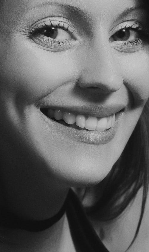 Zobni implantat cena pri zobnem kirurgu