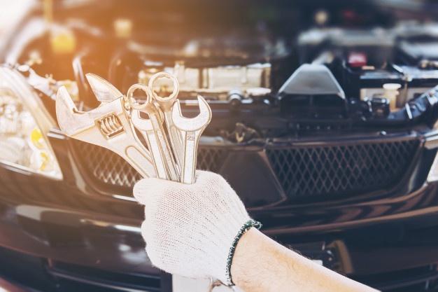 Profesionalne storitve avtomobilskih serviserjev